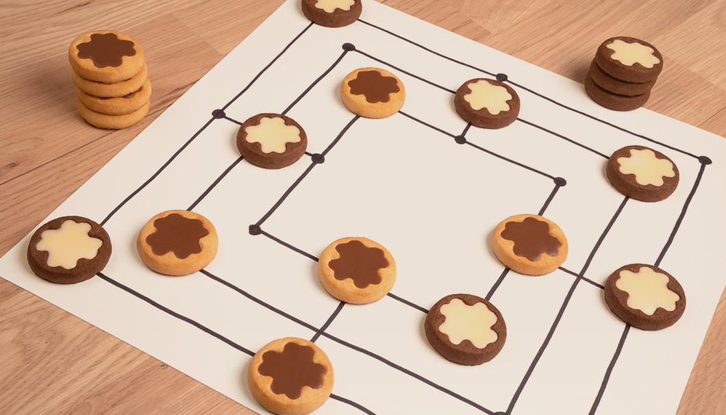 Mühle spielen mit leckeren Keksen von DeBeukelaer GlücksKEX